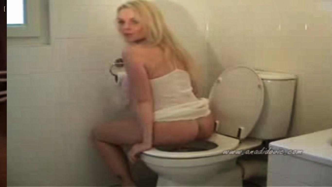 Ana wood pooping