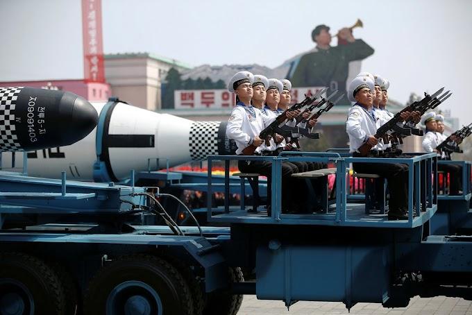 MUNDO TENSO: Coréia do Norte exibe mísseis e se diz 'pronta' para guerra nuclear