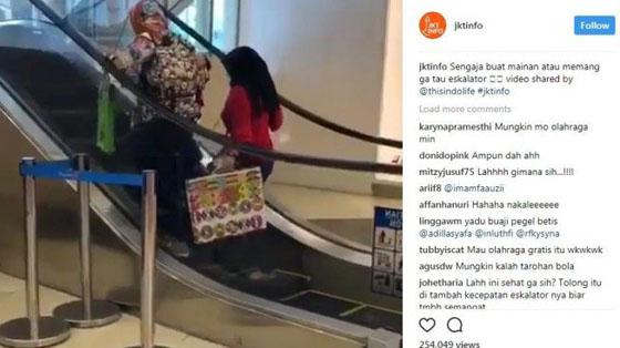 Viral! Video Kelakuan Emak-Emak di Eskalator Ini Bikin Ngakak Netizen