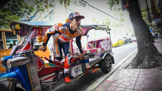 มาร์ค มาร์เกซ นักบิดแชมป์โลกจากทีม เรปโซล ฮอนด้า โปรโมทการท่องเที่ยวไทย ด้วยการขับรถผ่านจุดดังต่างๆ