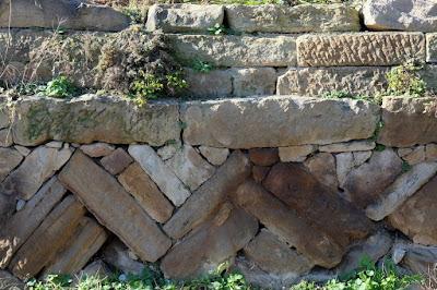 古民家カフェ ひとつ石 石垣の表情