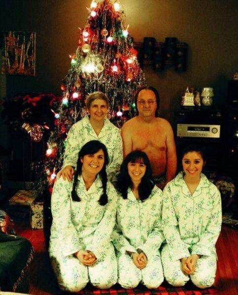 Santa Maria Honda >> Weird Family Christmas Photos | La Oddee