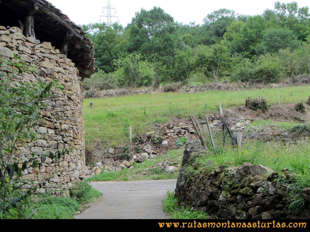 Ruta Cascadas Guanga, Castiello, el Oso: Saliendo de Perlavia