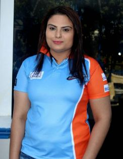 Tanya Abrol Family Husband Son Daughter Father Mother Marriage Photos Biography Profile.