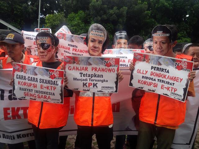 Mahasiswa Tuntut KPK Jadikan Yasonna, Ganjar dan Olly Tersangka e-KTP