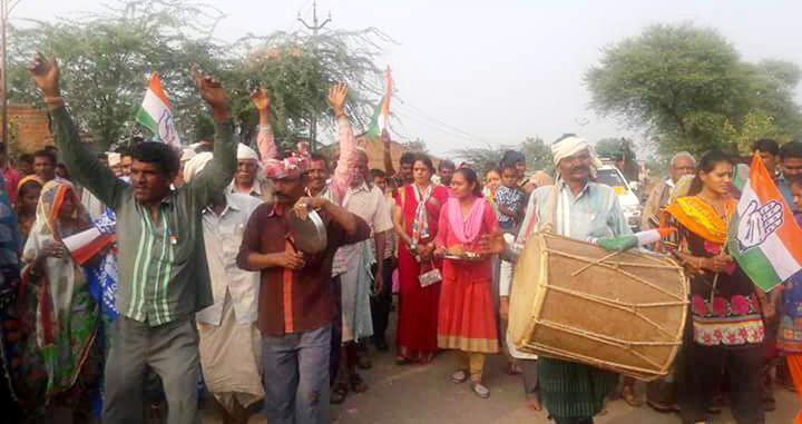 गरबाड़ा विधानसभा में प्रचार-प्रसार कर जपं अध्यक्ष कलावती भूरिया-janpad-presiden-Kalavati-Bhuria-campaigning-in-Garbara-gujrat-assembly