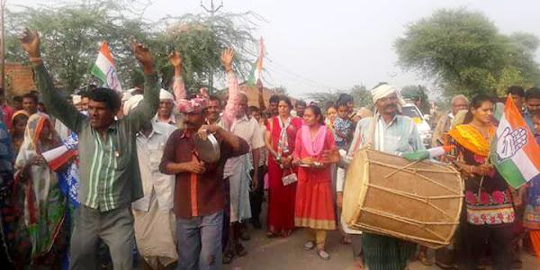 गरबाड़ा विधानसभा में प्रचार-प्रसार कर रही जपं अध्यक्ष कलावती भूरिया