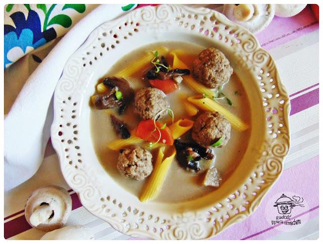 Zupa pieczarkowa z pulpecikami.