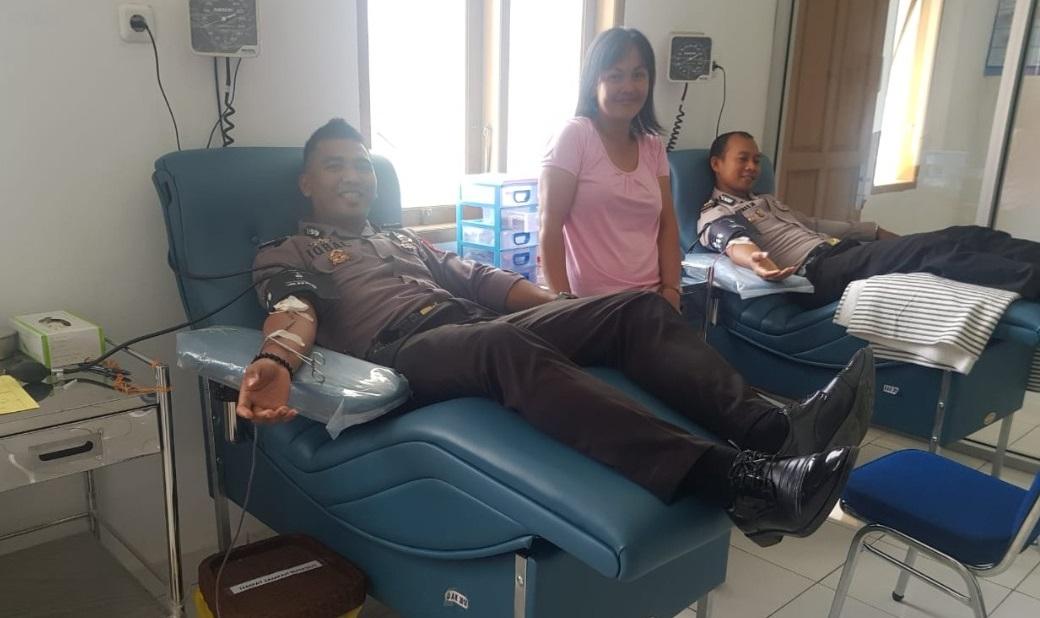 Yohana Alami Pendarahan Lambung dan Butuh Transfusi Darah, Anggota Polres Tana Toraja Langsung Menuju UTD