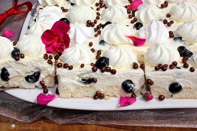 Ciasto z bezikami, cytrynowym kremem mascarpone i borówkami