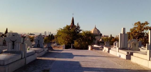 vistas de madrid desde lo más alto del cementerio de la almudena