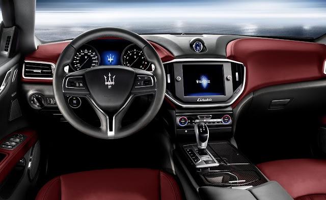 Maserati Levante S SUV Dashbord