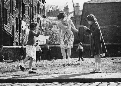 çocuklukta kız oyunu
