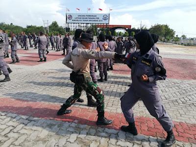 Sebagai aparat yang bertugas melaksanakan patroli menjaga keamanan dan keselamatan di laut, para personel paramiliter Bakamla RI dituntut memiliki kemampuan untuk menghadapi tindak kejahatan.