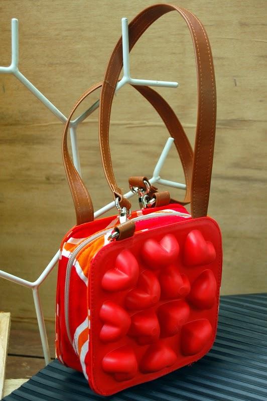 Divertidos bolsos hechos con cubiteras PLASTIS  MI LLAVE ALLEN