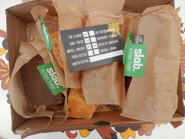 Review - Slab vegan artisan fudge. From UK vegan blogger secondhandsusie.blogspot.com #vegan #veganfudge #slabfudge #slabveganfudge #veganfudgeuk