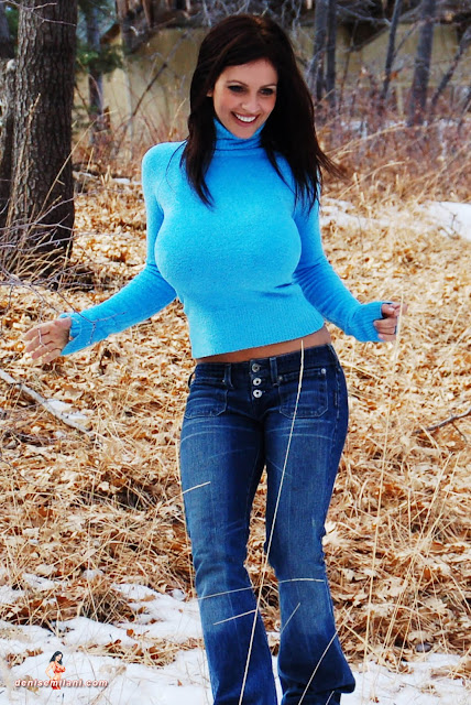 Gorgeous-Denise-Milani-Internet-Model-Big-Bear-Photoshoot-Picture-HD-8