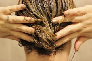 Menjadikan Rambut lebih Lembut dan Berkilau