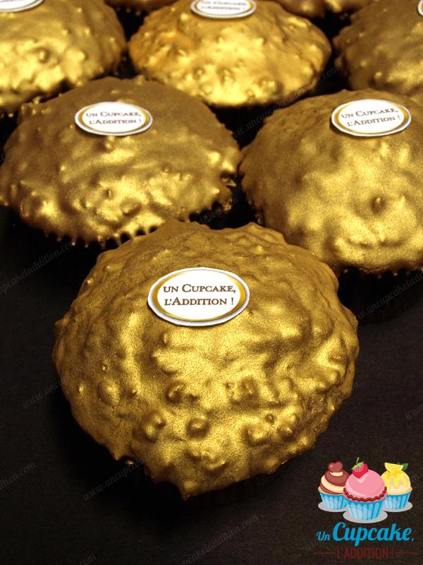 Cupcakes façon Ferrero Rocher® : gâteau praliné, cœur Nutella®/noisette entière et couverture croquante chocolat au lait / pralin.