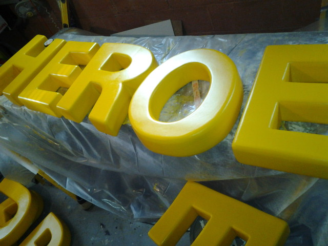 3d yellow 2 polystyrene letters sculpting stage props 3d letters with pink foam the 934