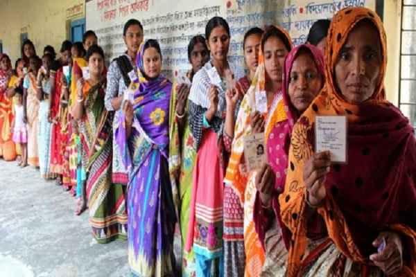 UP Poll 2017: चौथे चरण में 2 घंटों में 10 फ़ीसदी वोटिंग