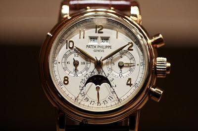 Contoh seni rupa terapan jam tangan