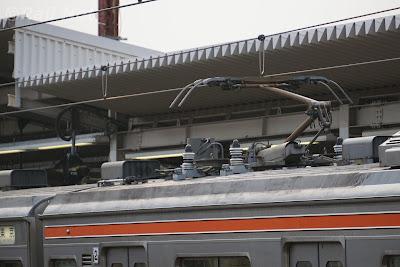 武蔵野線205系のシングルアームパンタグラフ