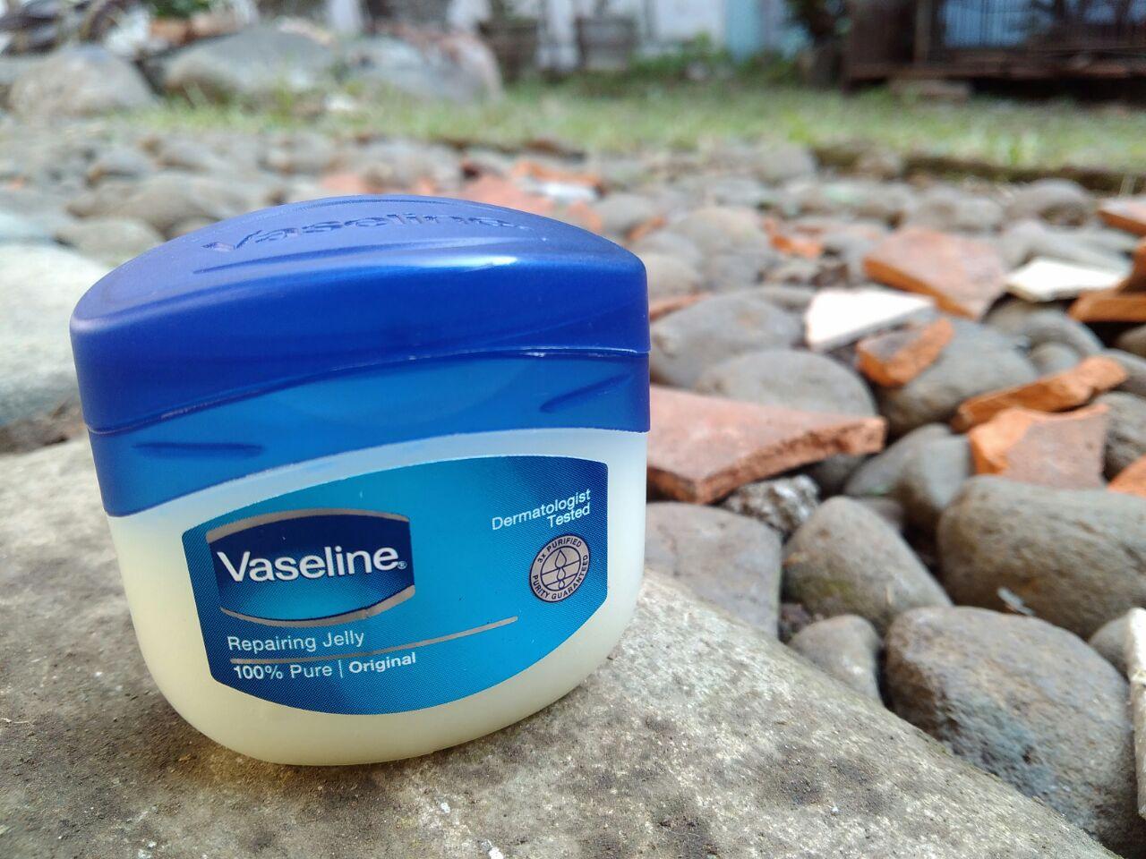 vaseline repairing jelly solusi tepat merawat kesehatan kulit anda