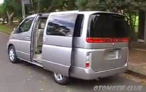 Foto Mobil Nissan Elgrand Vers - side door