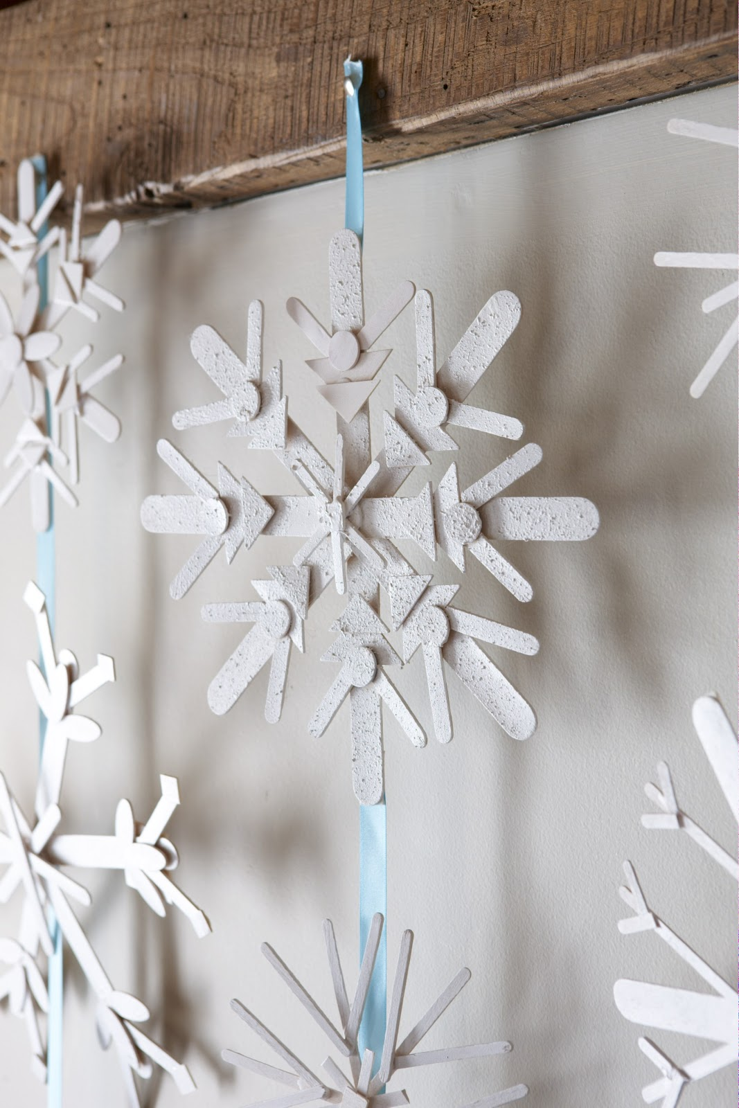 karin lidbeck 16 day count down diy snowflake decor. Black Bedroom Furniture Sets. Home Design Ideas