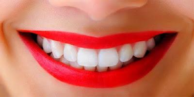 मोती से सफ़ेद दांत चाहिए तो जरूर अपनाएं ये बेहतरीन टिप्स