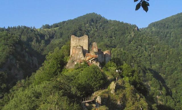 Resultado de imagen de castillo de poenari