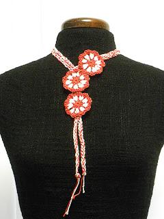 Collar ganchillo flores San Fermín