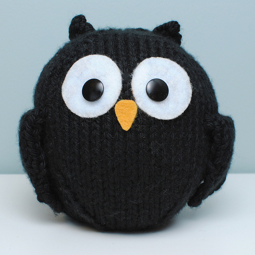 Little Black Owl - Free Knitting Pattern