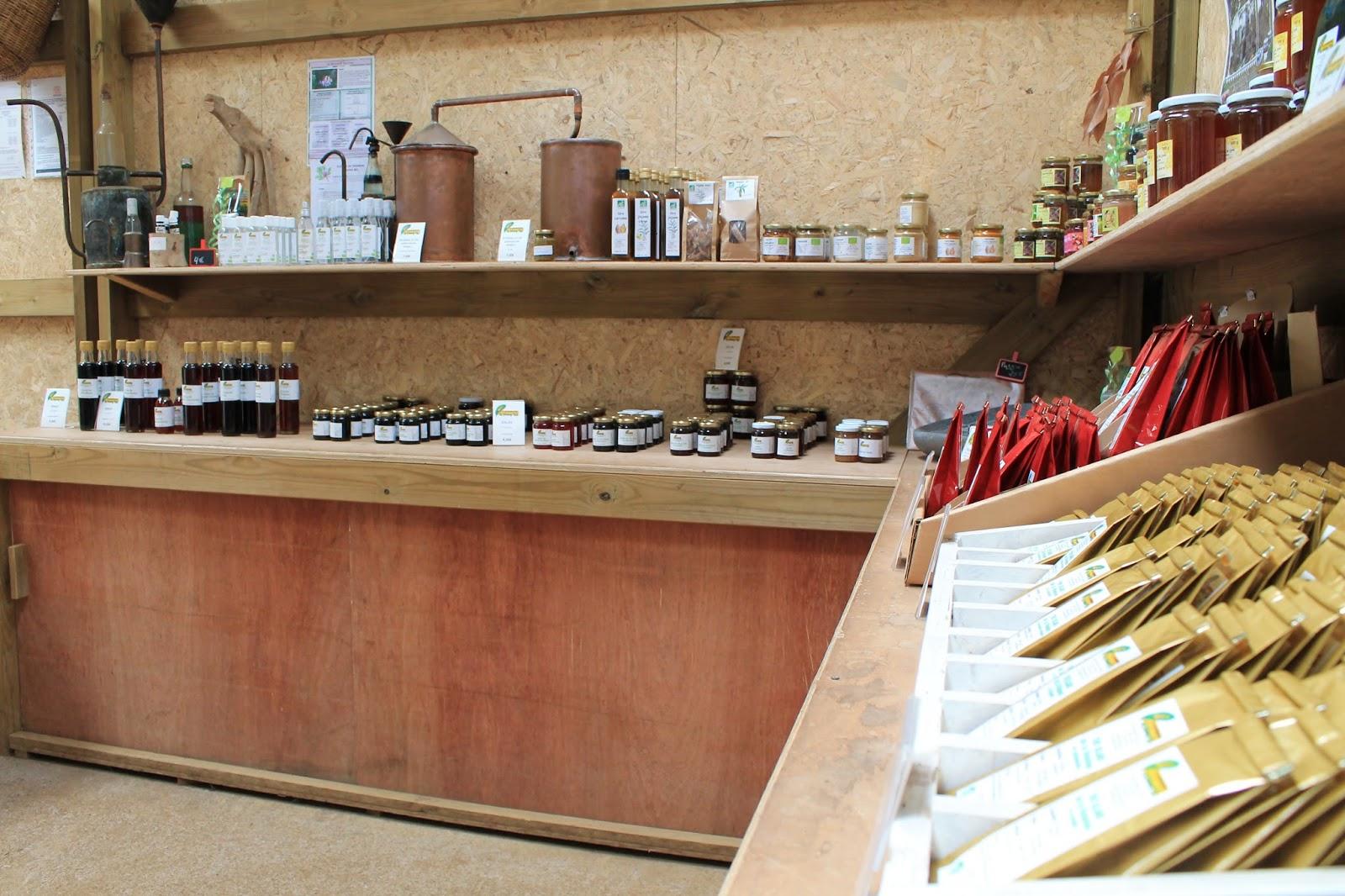réunion île gotoreunion labyrinthe en champ thé tea grand coude visite à faire jumbocar irt tourisme 974 boutique blanc vert géranium gelée