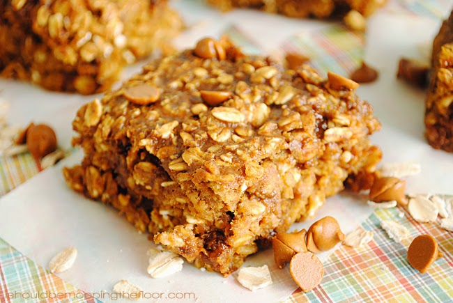 Pumpkin Cinnamon Chip Oatmeal Bars | Only 3 Points Plus: the perfect Weight Watchers recipe | The perfect on-the-go fall breakfast!