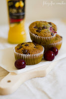(Muffiny z ajerkoniakiem i wiśniami