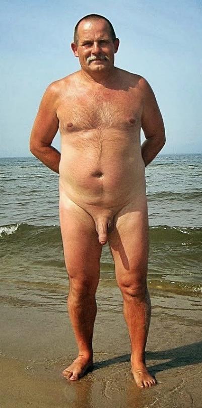 Filmando coos en la playa nudista - Pornes