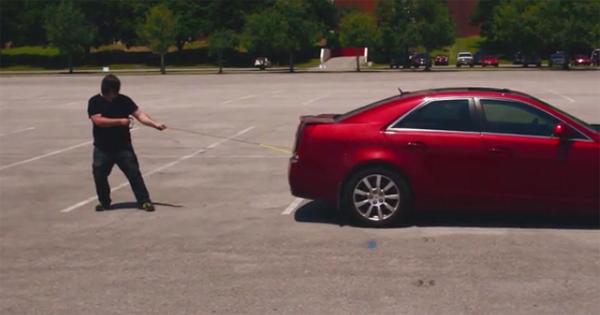 كابل جديد وغريب للآيفون يمكن أن تستخدم لسحب حتى السيارات بدون أن ينكسر
