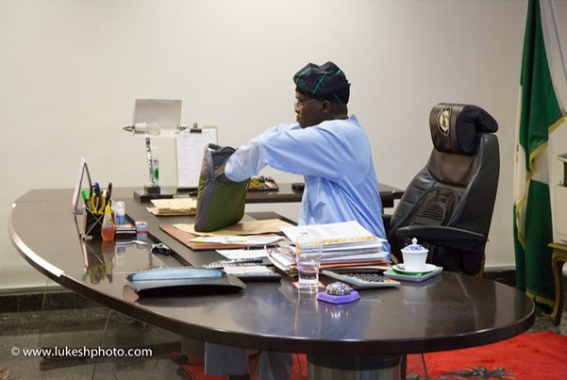 2 Photos of Fasholas last day in his office as Governor of Lagos state