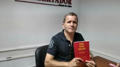El Lic. Guillermo Lanfranconi con su libro Yo pago, tú pagas, ellos gastan.