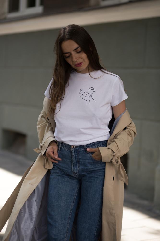 https://www.patchouli.pl/kategoria/t-shirty/bialy-t-shirt-z-autorska-ilustracja-face