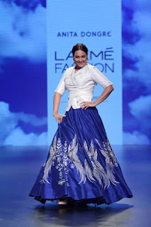 Actress Sonakshi Sinha Stills At Lakme Fashion Week Summer Resort 2016  0005.jpg