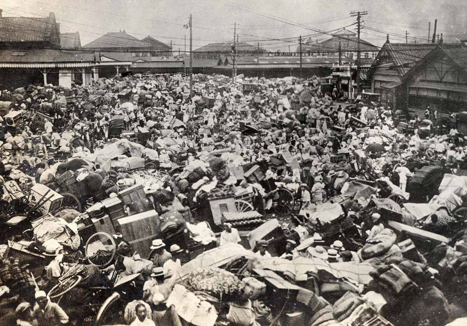 Congestion of refugees fleeing their homes in the Ueno vicinity in Tokyo.