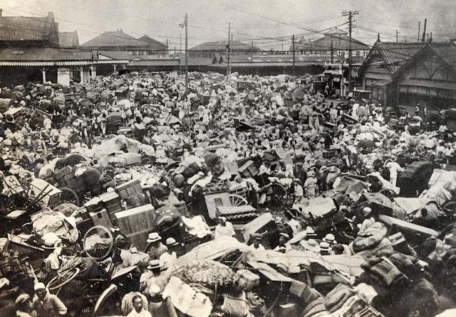 Congestionamento de refugiados que fogem de suas casas nos arredores de Ueno, em Tóquio.