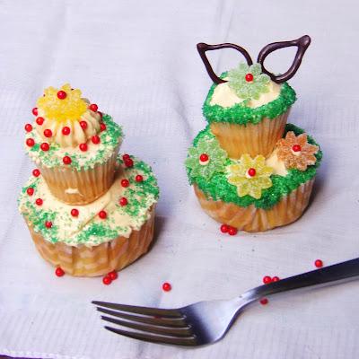 vanilla cupcake, easy vanilla cupcake, homemade wedding favors, diy wedding favors, wedding cupcakes, wedding giveaways, wedding souvenir, vanilla wedding cupcake, German Buttercream Frosting, easy german buttercream frosting, easy cupcake frosting, heat proof cupcake frosting