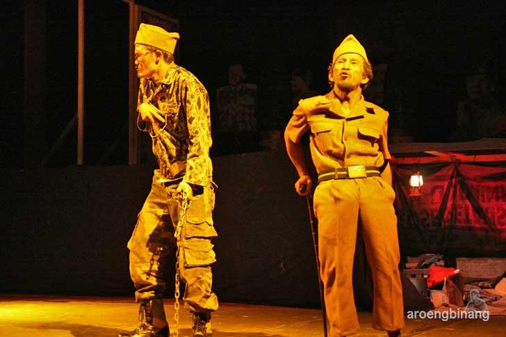 anekdot idiot teater indonesia