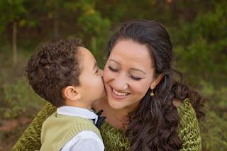 sudahkah kita membuat anak merasa dicintai oleh kita?