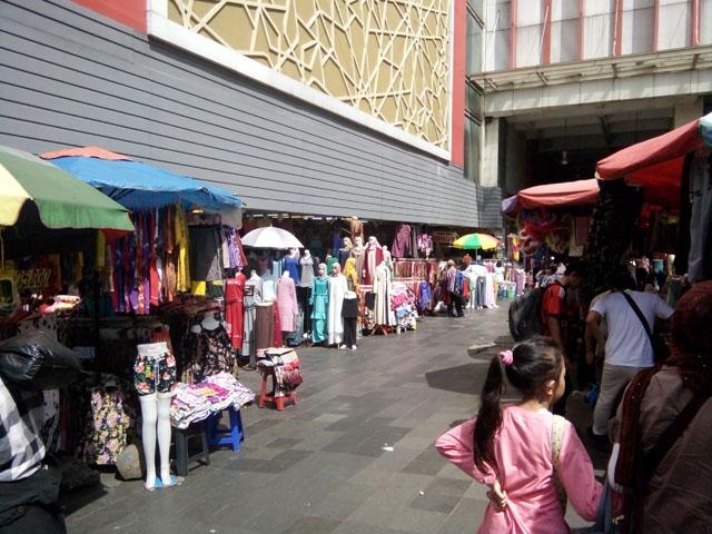 Minggu Pagi di Pasar Tanah Abang Blok F