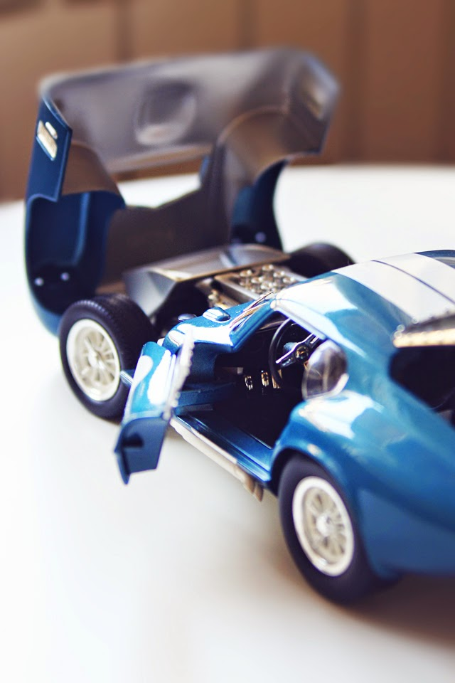1/18 Yat Ming/Road Signature 1965 Shelby Cobra Daytona Coupe
